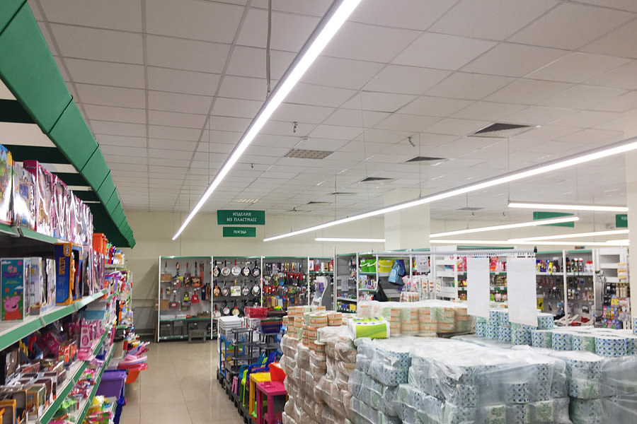 The ledz e-Trade 100 CM eco luminaires, as installed in the Nika network, are ideal for shopping halls, supermarkets, hypermarkets