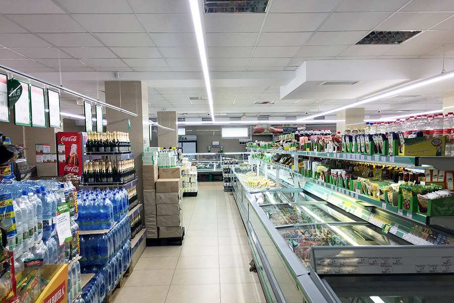 To install LED luminaires for trade of the brand ledz is as simple as it was done by the Nika network in Vitebsk, buy LED commercial lighting for trade halls ledz e-Trade, buy low cost lamps in Belarus